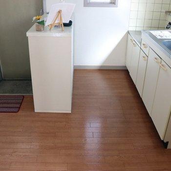 キッチンスペースは広め。食器棚が置けそうです