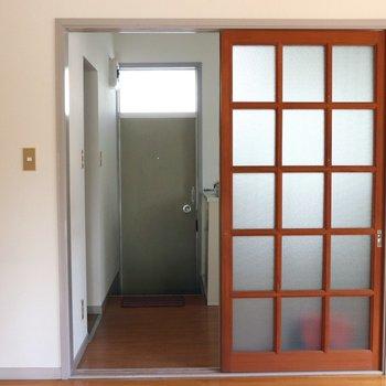 【洋間】正面の玄関に進むと