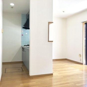 【LDK】冷蔵庫はキッチン背中側に。