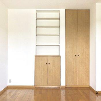 【洋室】棚がたくさん。