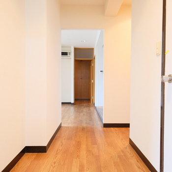 【工事前】リビングへは廊下をわたって・・・