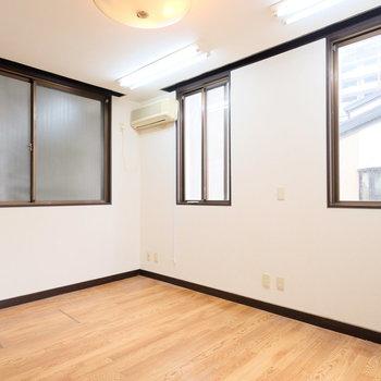 【工事前】窓いっぱいのリビングルームへ!