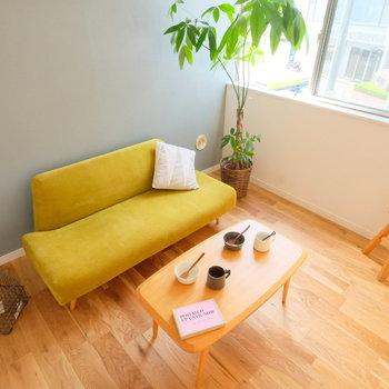 【イメージ写真】窓の多い明るいリビングになります!無垢床は家具が合いますね。