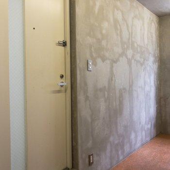 反対側。玄関がないのが驚きです!※写真は前回募集時のものです