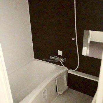 浴室。※写真は通電前のものです。一部フラッシュを使用しています。