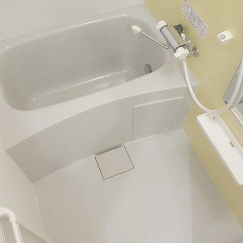 浴室乾燥機能と、追焚機能ついてます。