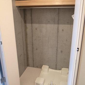 クローゼット内に洗濯機置場!?※写真は2階の反転間取り別部屋です。