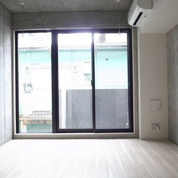 スッキリとした内装。※写真は2階の反転間取り別部屋です。