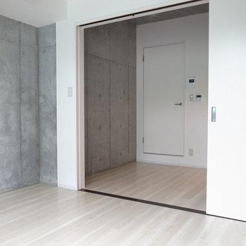 クールな印象。※写真は2階の反転間取り別部屋です。