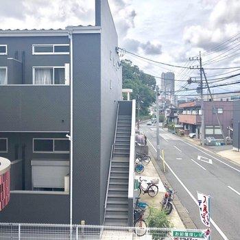 お部屋は2階に。※写真は2階の同間取り別部屋のものです。