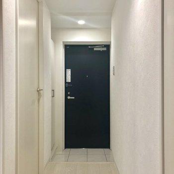 廊下に出て、