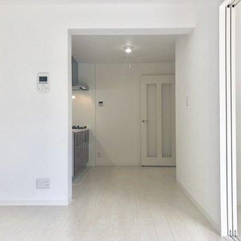 ここをリビングに。※写真は2階の同間取り別部屋のものです。