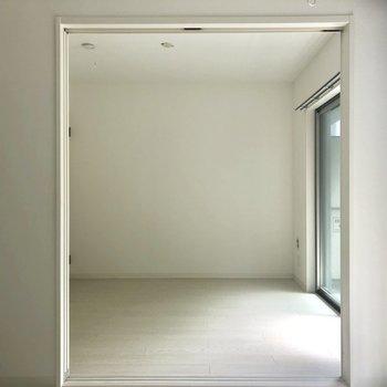 2部屋は引き戸で仕切って。※写真は2階の同間取り別部屋のものです。