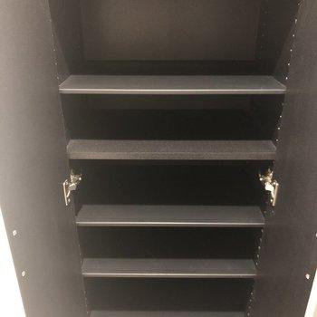 靴箱の容量も文句なし!※写真は2階の同間取り別部屋のものです。