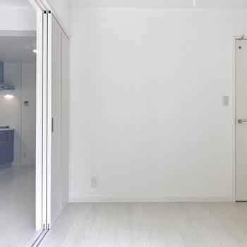 こっちは寝室かな。※写真は2階の同間取り別部屋のものです。