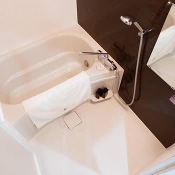 お風呂はゆったり。※家具はサンプルです