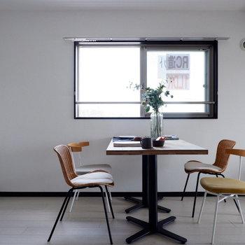 明るい食卓ですね。※家具はサンプルです