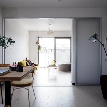 1本の導線を意識したレイアウトができます。※家具はサンプルです