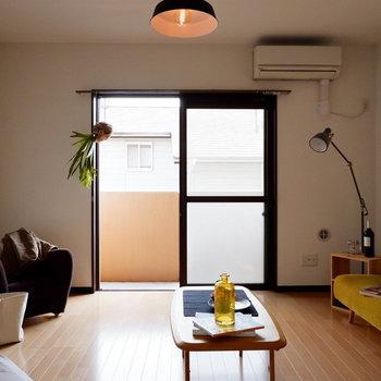 ソファの代わりにベッドを置きましょう。※家具はサンプルです