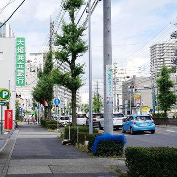 駅までは真っすぐ緩やかな坂道を