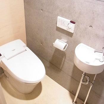 トイレにもミニ手洗い。※写真は4階の同間取り別部屋のものです