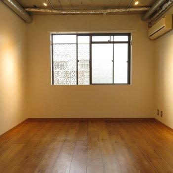 床と天井の色合いと雰囲気が抜群!