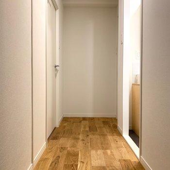 玄関先から無垢床がひろがります〜◎
