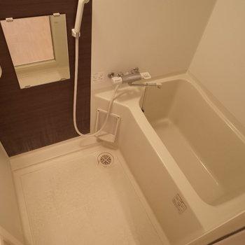 お風呂も広いじゃんか!!※写真は1階の反転間取り別部屋のものです。
