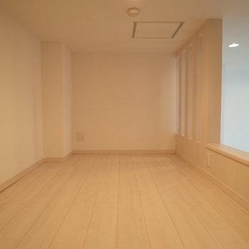 上はロフト!広いじゃん!※写真は1階の反転間取り別部屋のものです。
