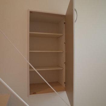 なんと階段よこにもしれっと※写真は1階の反転間取り別部屋のものです。