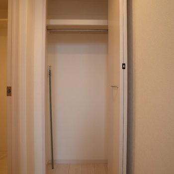 収納ここにもありますよ、※写真は1階の反転間取り別部屋のものです。