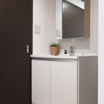 洗面はオシャレな雰囲気が素敵(※写真はモデルルームです)