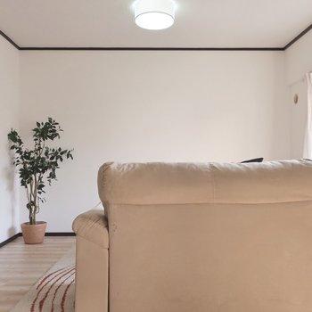 ゆったりソファに大きなTVも置いてくつろぎましょ◎(※写真はモデルルームです)