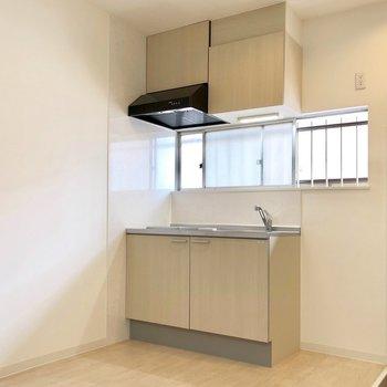【LDK】キッチン上に窓が付いているのが嬉しい〜!