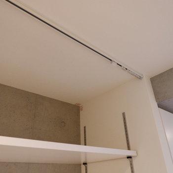 カーテンレールがついてるから、目隠しもできますよ〜※写真は5階の同間取り別部屋のものです。
