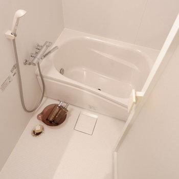 浴室乾燥&追い焚き機能付き!※写真は5階の同間取り別部屋のものです。