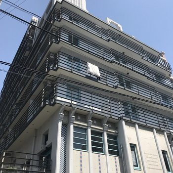建物1階は保育園になっています