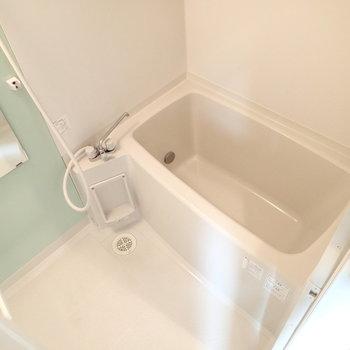 お風呂はオートバス、追い焚きつきです。※写真は8階の同間取り別部屋のものです