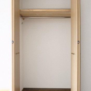 クローゼット大きくもなく小さくもなく○※写真は9階の同間取り別部屋のものです