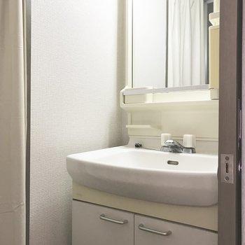 嬉しい独立洗面台○※写真は9階の同間取り別部屋のものです