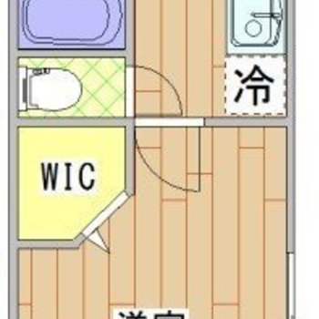 キッチンと玄関の間にもドアが。