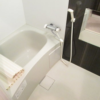 広くて、浴室乾燥機付きのお風呂。※写真は前回募集時のものです