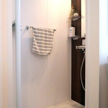 シャワールームもこの部屋には◎