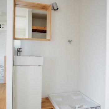 コンパクトだけどかわいい独立洗面台!!※前回募集時の写真です