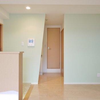 淡いグリーンのアクセントクロス。※写真は6階の同間取りのもの