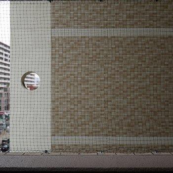 バルコニーからの見晴らしは、なし。※写真は6階の同間取りのもの