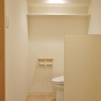 ちょっとした棚も付いてます。※写真は6階の同間取りのもの