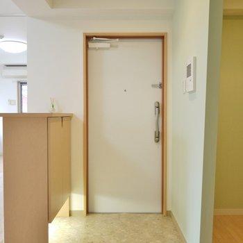 すっきりした玄関。※写真は6階の同間取りのもの