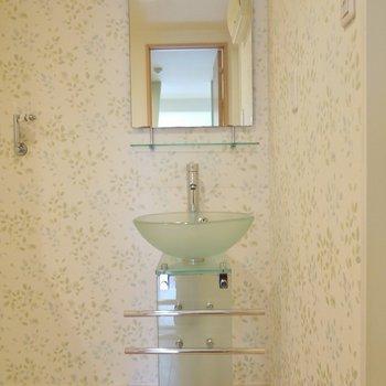かわいい洗面台。※写真は6階の同間取りのもの
