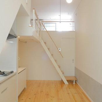 縦にながい居室です。※写真は1階の反転間取り別部屋のものです。